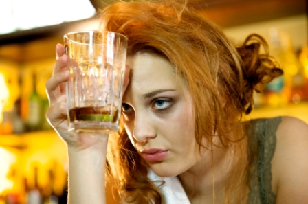 woman_drinking_alcohol